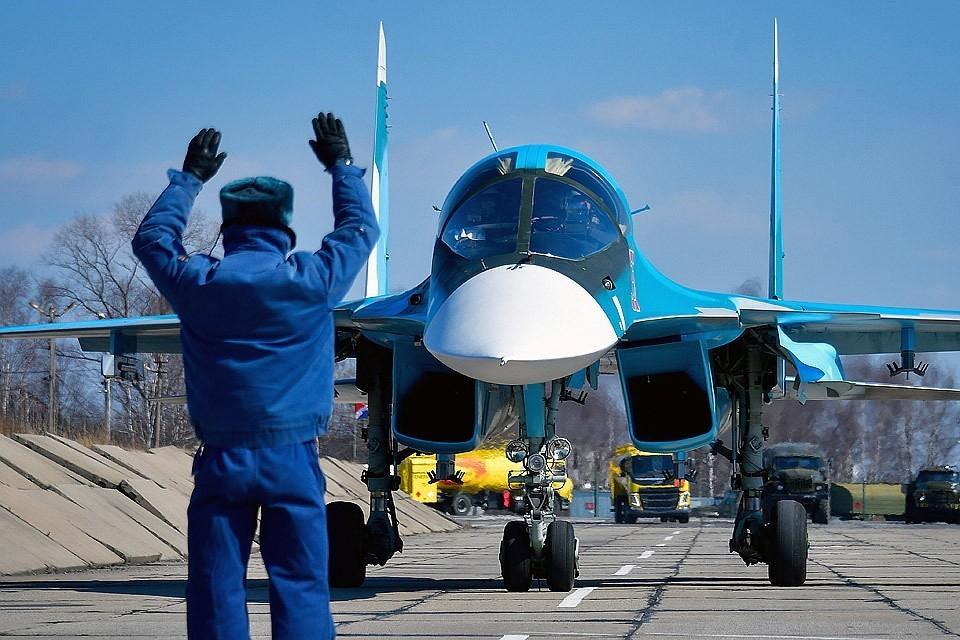 Истребитель-бомбардировщик Су-34 перед взлетом. Фото Юрий Смитюк/ТАСС