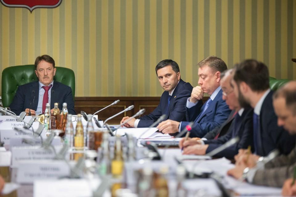 Вице-премьер Алексей Гордеев и глава Минприроды Дмитрий Кобылкин предлагают организовать раздельный вывоз твердых коммунальных отходов. Фото с сайта mnr.gov.ru