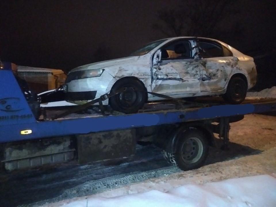 Автомобиль гонщика пострадал во время погони.