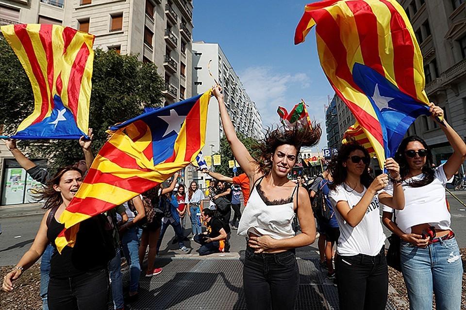 Митинг каталонских сепаратистов в Барселоне.
