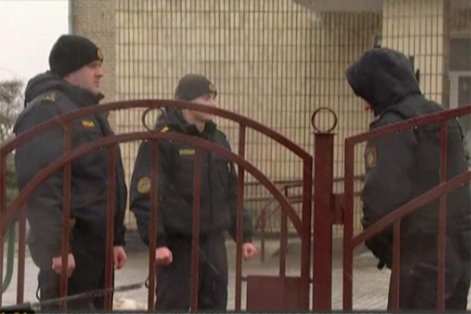 На месте ЧП работают сотрудники милиции. Фото: скрин видео / ont.by