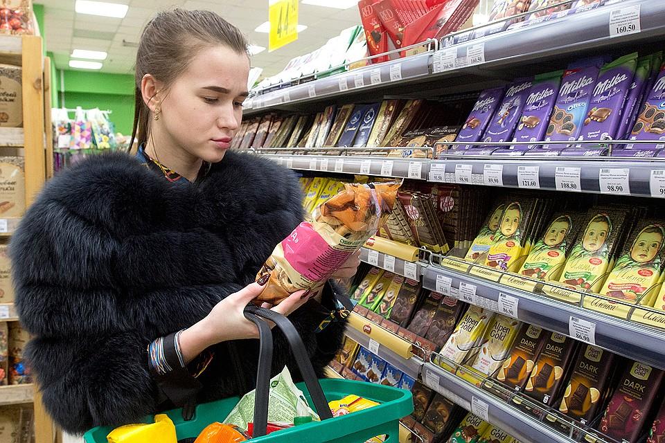 Сразу после зимних праздников покупатели заметили, что вкус знакомых колбас, сосисок и творожков изменился...