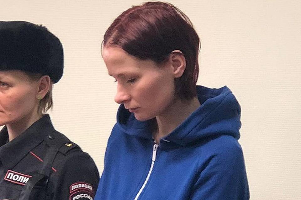 Мать мальчика Надежда Куликова в помещении суда.