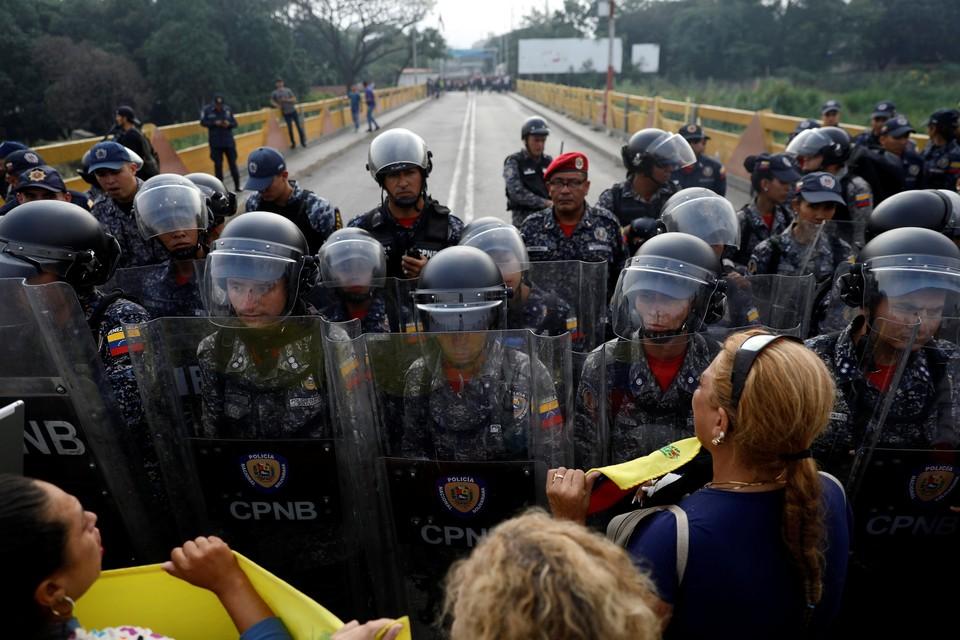 Граница между Венесуэлой и Колумбией была закрыта в субботу