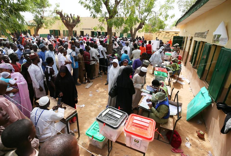 День выборов в Нигерии начался со взрывов