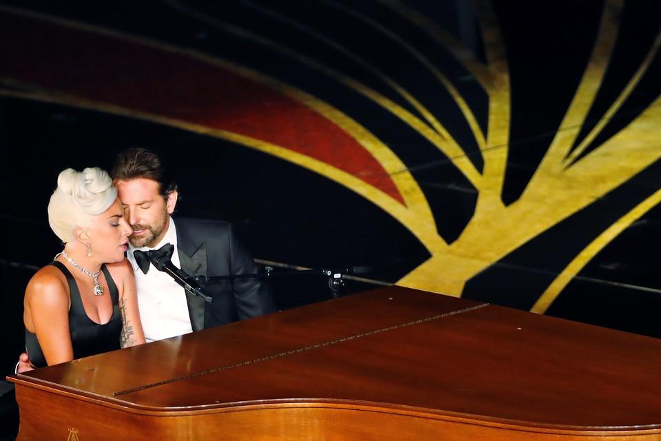 Леди Гага с Брэдли Купером исполнили песню из фильма «Звезда родилась»