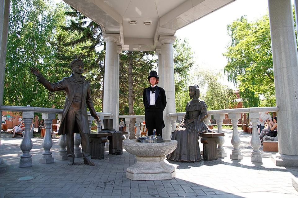 Ротонда со скульптурной композицией «Александр Пушкин и Наталья Гончарова»