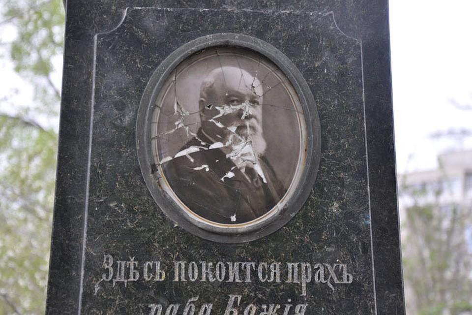 В законе написано, что на кладбище нет памятников общественного и исторического значения!