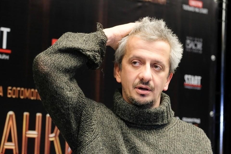 Режиссер прибыл на премьеру со своей бывшей женой актрисой Дарьей Мороз.