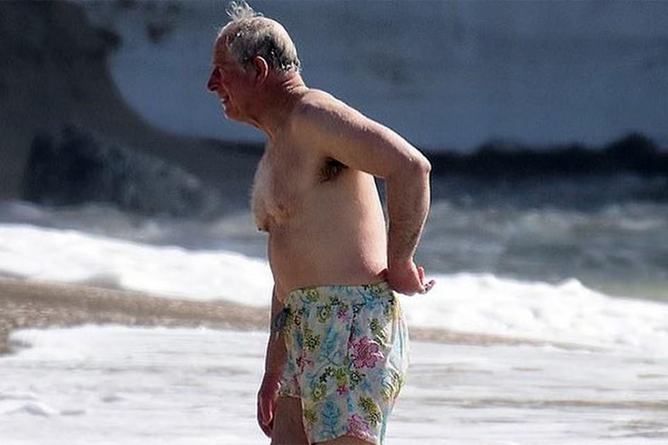 Сын королевы отправился на местный пляж