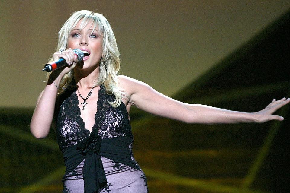 Певица Юлия Началова на сцене, 2004 год. Фото ИТАР-ТАСС/ Дмитрий Копылов