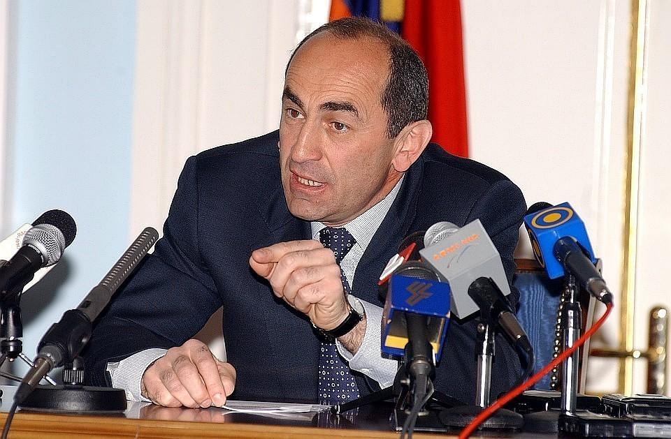 «Комсомольская правда»: «Демократ» Пашинян пытается незаконно посадить экс-президента Армении