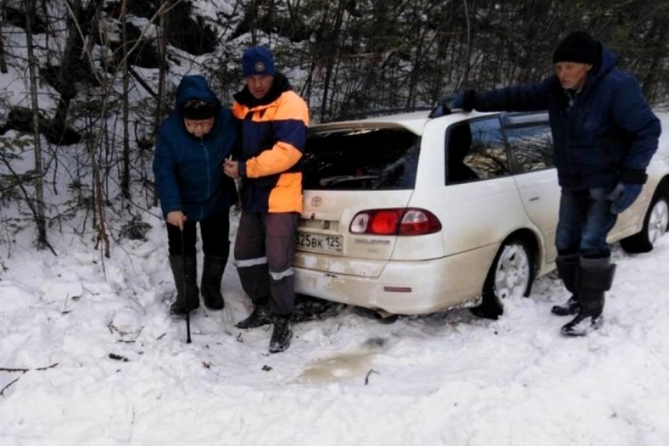 Семейная пара застряла в 20 километрах от села Красноярский