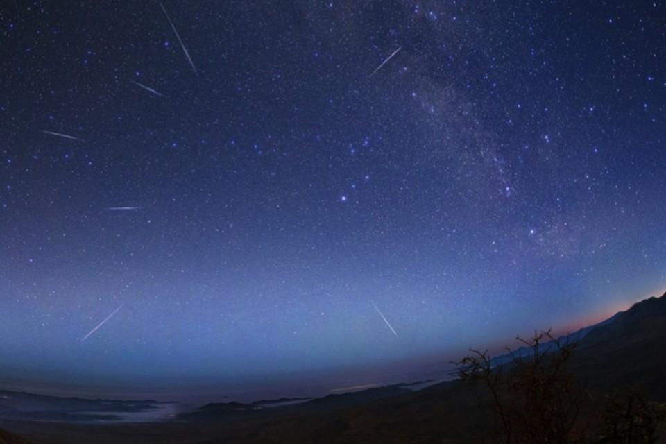 """Лириды """"вылетают"""" из точки, расположенной в созвездии Лиры."""