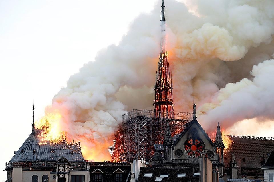 """После пожара во Франции возросли продажи романа Гюго """"Собор Парижской Богоматери"""""""