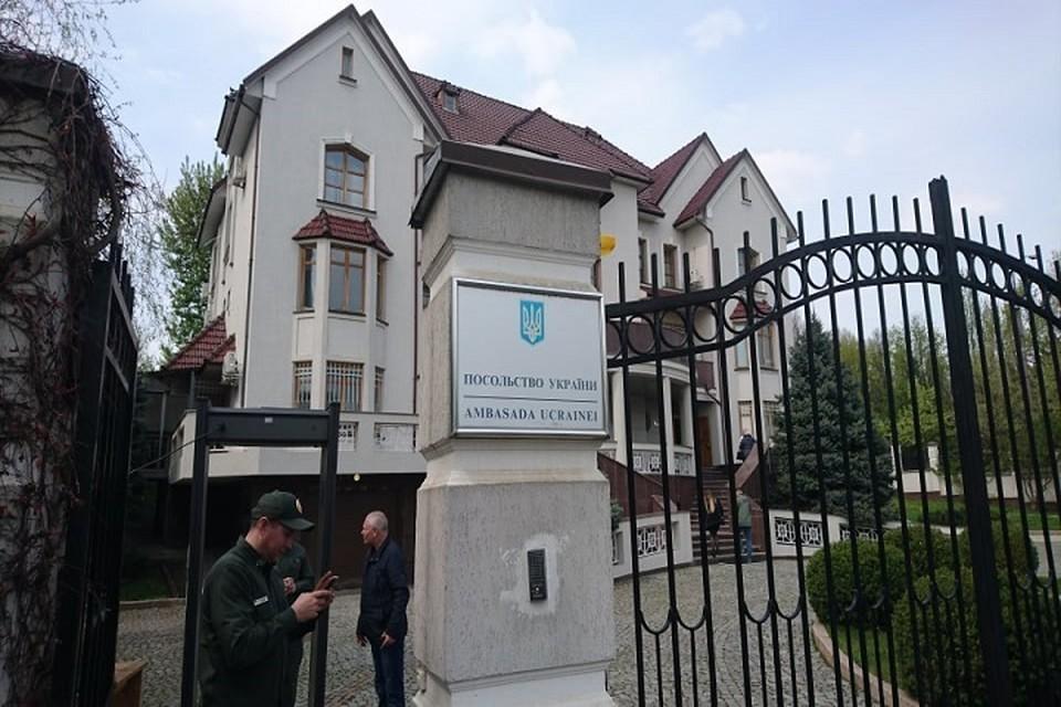 Избирательный участок открыт в посольстве Украины в Кишиневе.