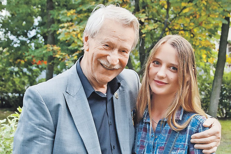 В прошлом году Иван Краско развелся с молодой женой Натальей Шевель.