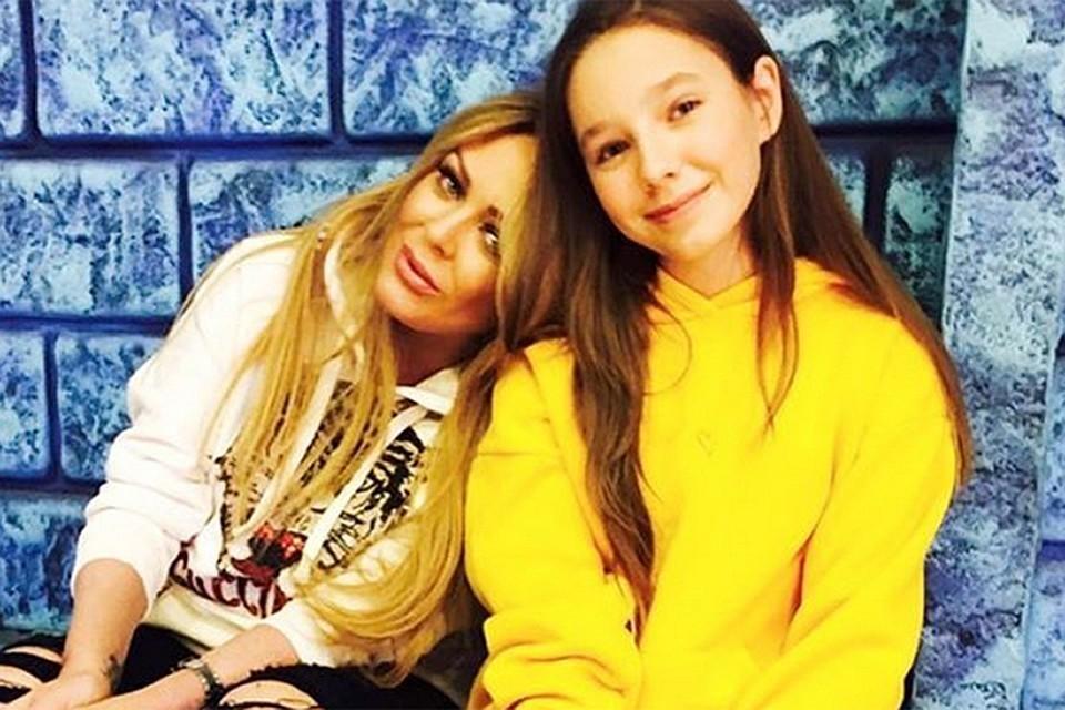 Певица Юлия Началова с дочкой Верой.