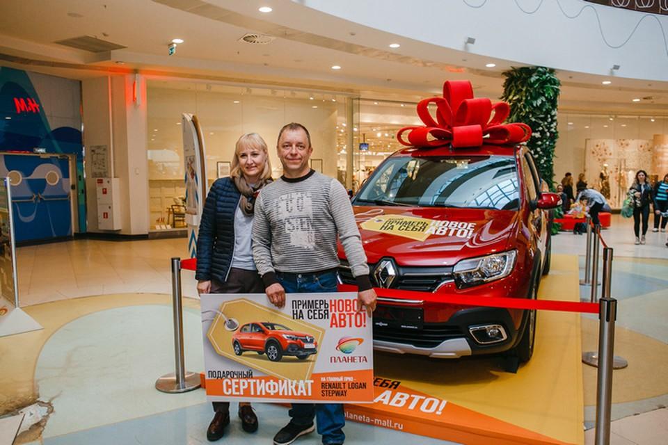 Кузбассовец купил кастрюли жене и стал победителем акции «Примерь на себя новое авто!». Фото: ТРЦ «Планета»
