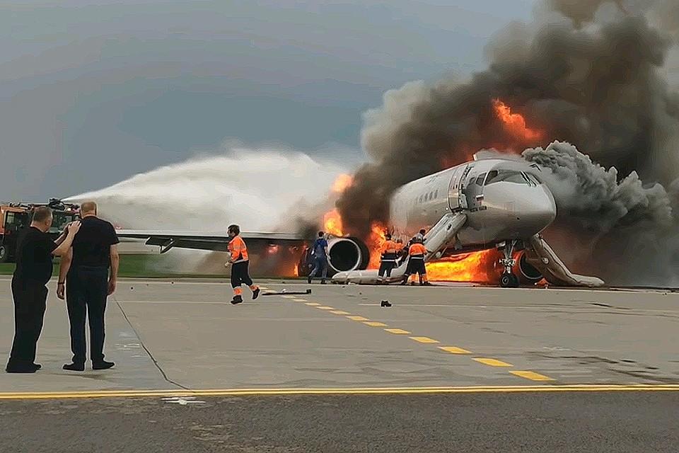 В результате неудачной аварийной посадки самолета Сухой Суперджет погиб 41 человек.