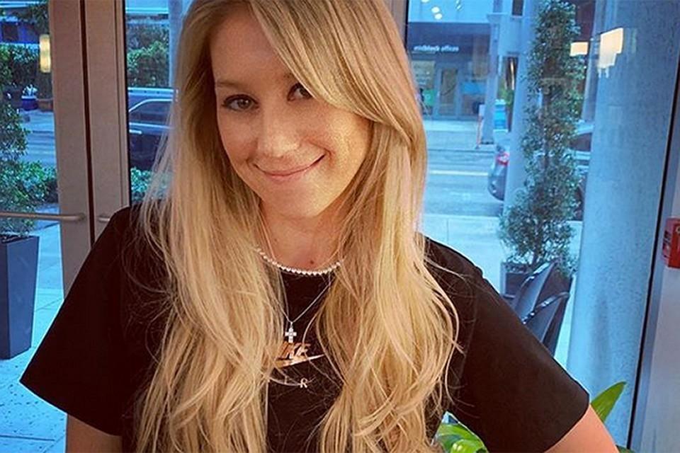 Анна Курникова вслед за Энрике Иглесиасом отправились в гастрольный тур