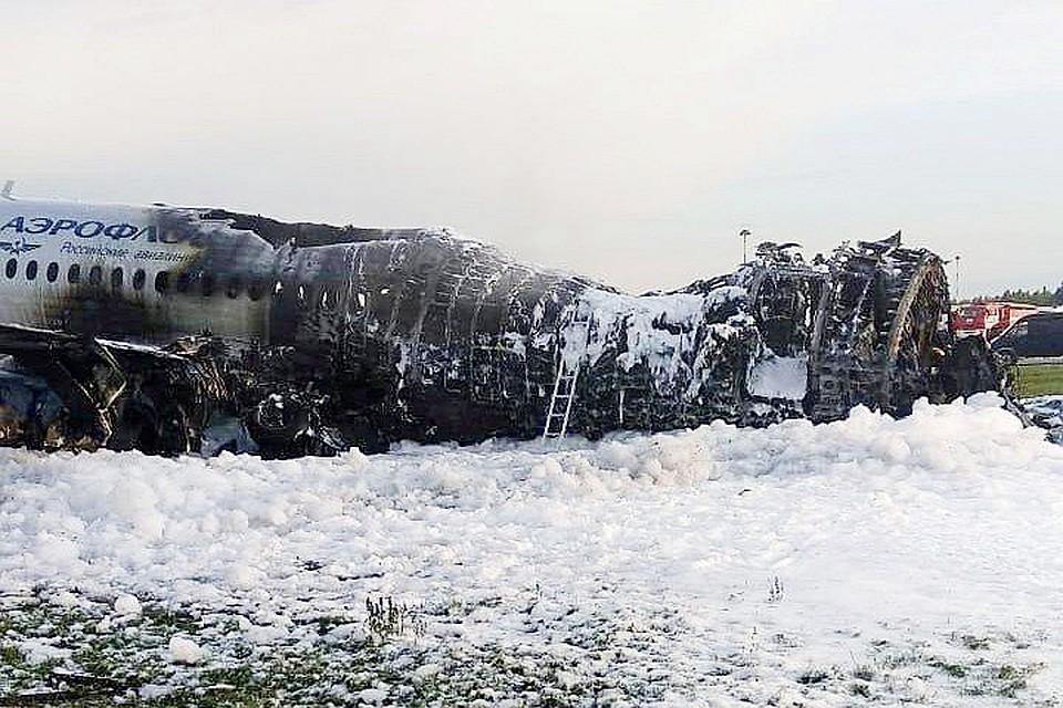 «Суперджет-100» сгорел при посадке в Шереметьево