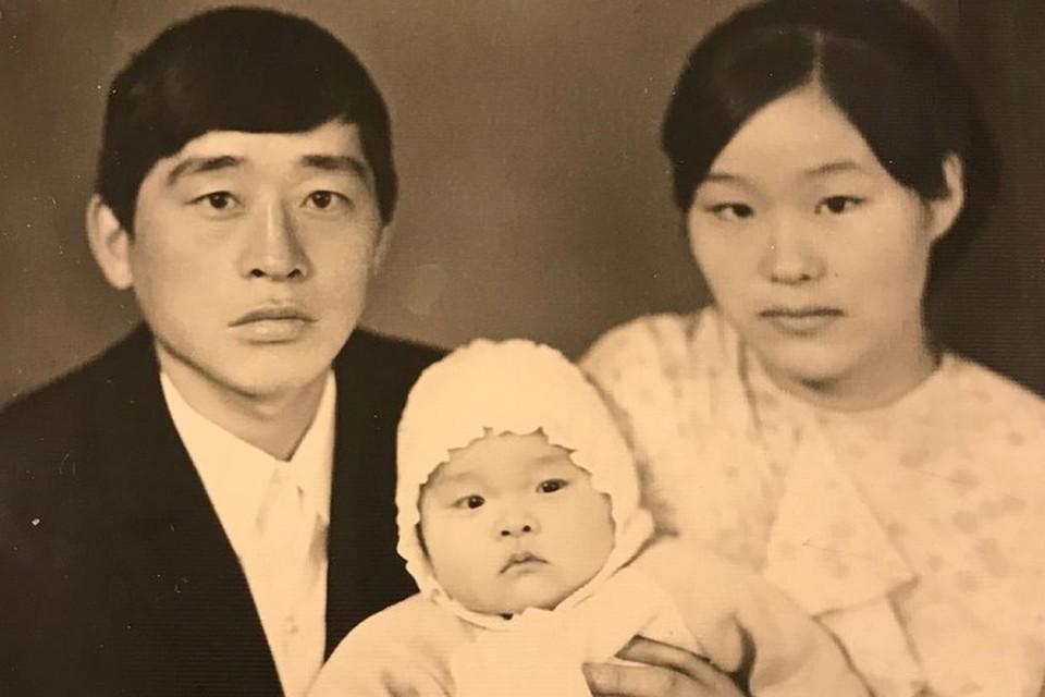 Ден Де и Ден Су с дочерью Мен Ха.