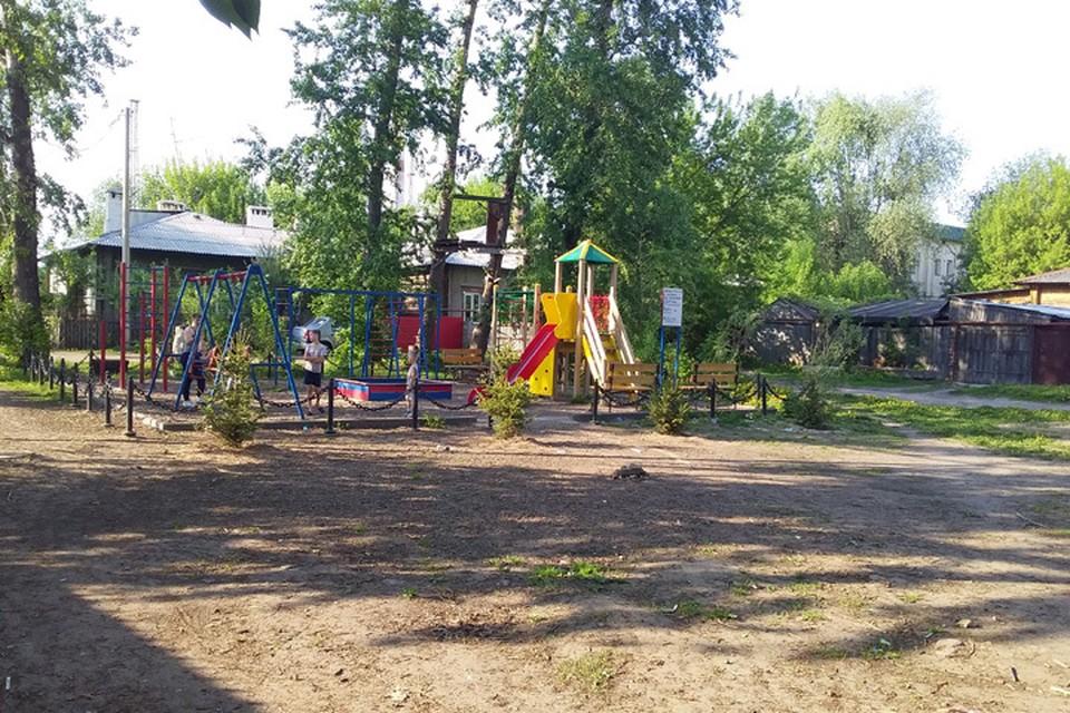 Нижегородцы сами изловили педофила, пристававшего к детям на детской площадке.