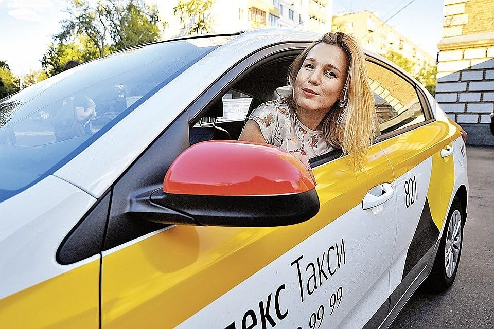 Секс в такси с 2 девочками