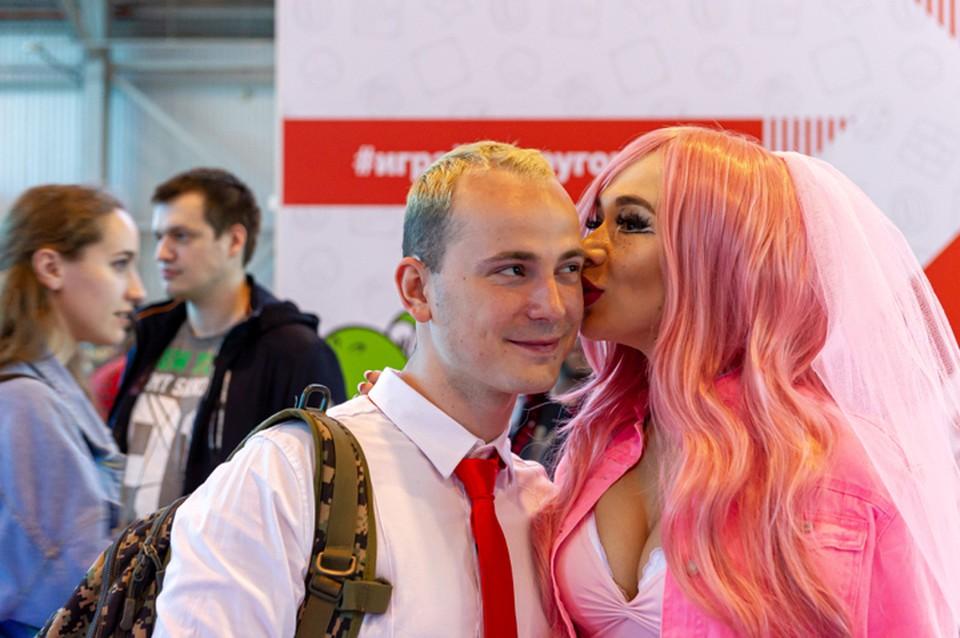 Девушка мечтавшая выйти замуж за Губку Боба, воплотила свою мечту на Comic Cone.