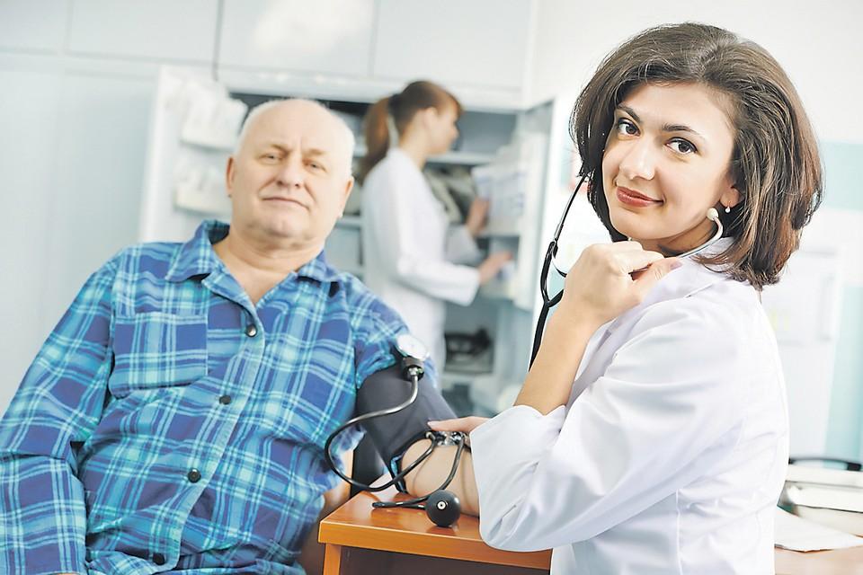 Для людей зрелого возраста в России теперь введена ежегодная диспансеризация с акцентом на онкоскрининги, то есть проверки на онкологические заболевания. Фотобанк Лори.