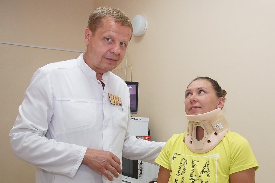 Пациентка на приеме у врача нейрохирурга.