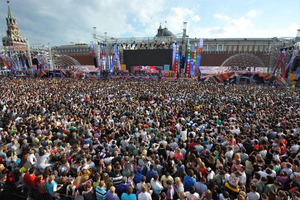 Концерт ко Дню России на Красной площади в Москве посмотрели более 30 тысяч человек