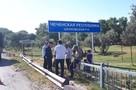 Знак на границе Чечни с Дагестаном восстановят после повторного сноса