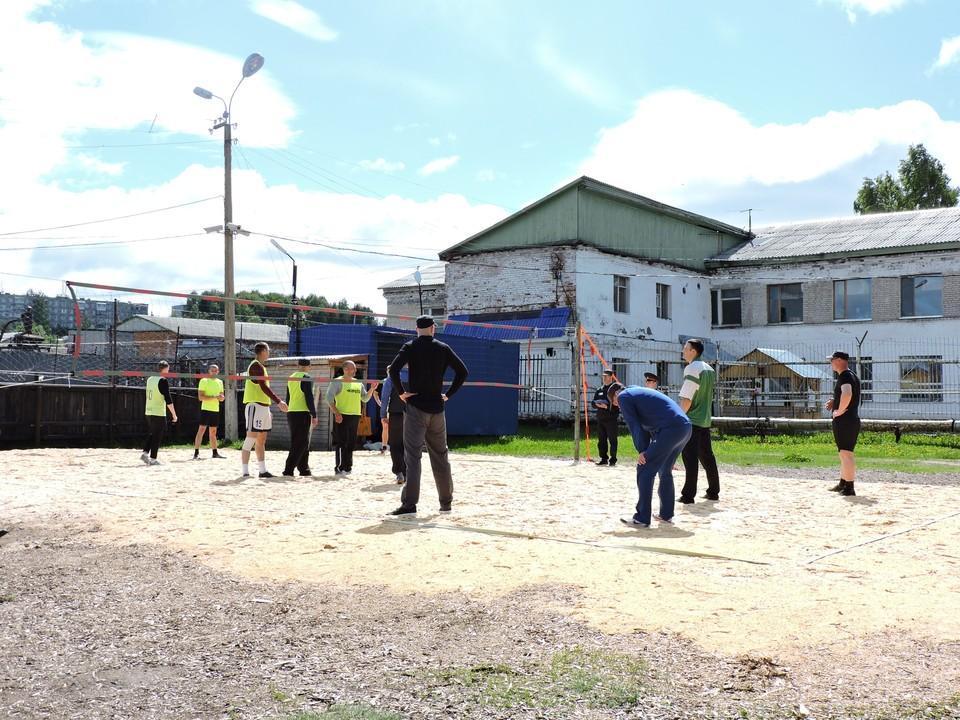 Сотрудники исправительной колонии №25 строгого режима, расположенной в поселке Верхний Чов, провели пресс-тур для представителей республиканских СМИ