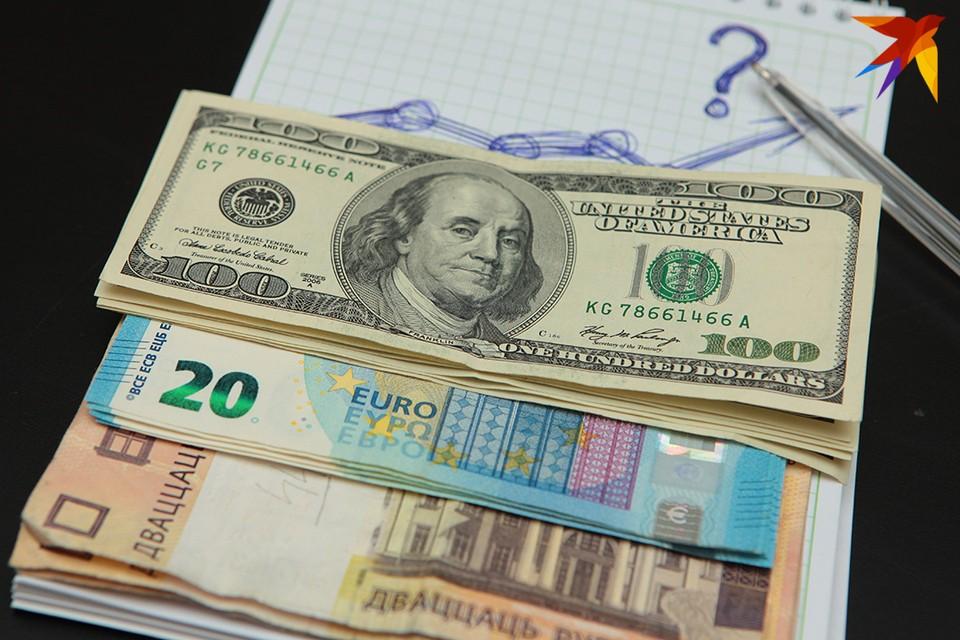 Две трети белорусов по-прежнему считают, что деньги надо хранить в валюте