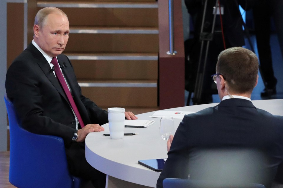 Путин отвечает на вопросы россиян в прямом эфире