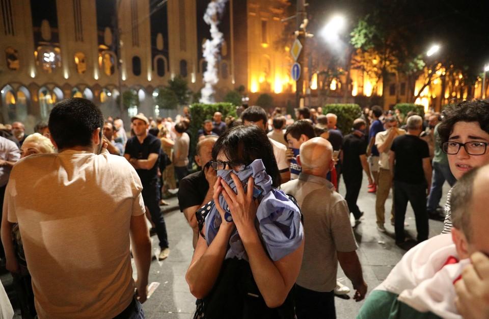 В столкновения протестующих с полицией в Тбилиси пострадали более 300 человек