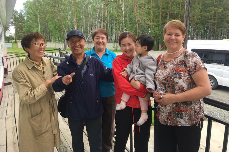 Китаец, которому 60 лет назад советские медсестры пожертвовали кожу, встретился с их сестрами. Фото: предоставлено Галиной Дорошкиной.