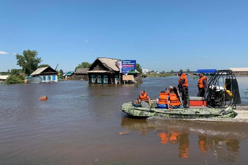 Жителям Иркутской области, пострадавшим от наводнения, начали выплачивать пенсии и пособия. Фото: ФГУП «Почта России».