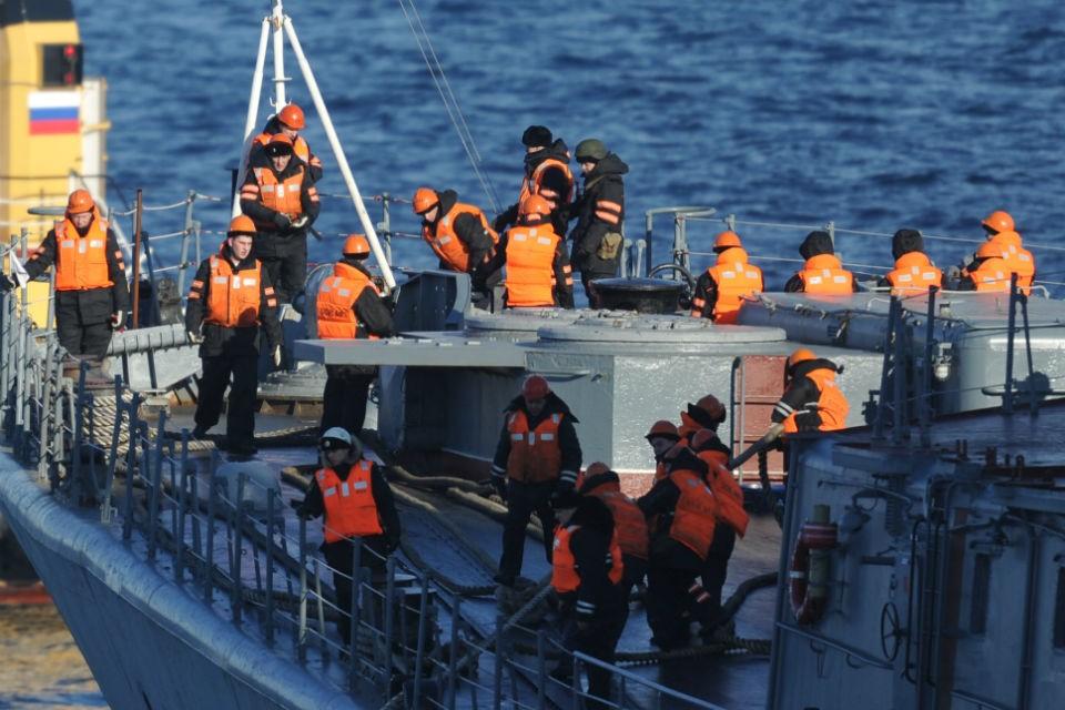 14 моряков-подводников погибли, отравившись продуктами горения.
