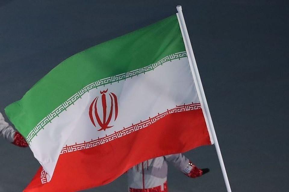 В забор посольства РФ в Тегеране врезался грузовик, водитель погиб