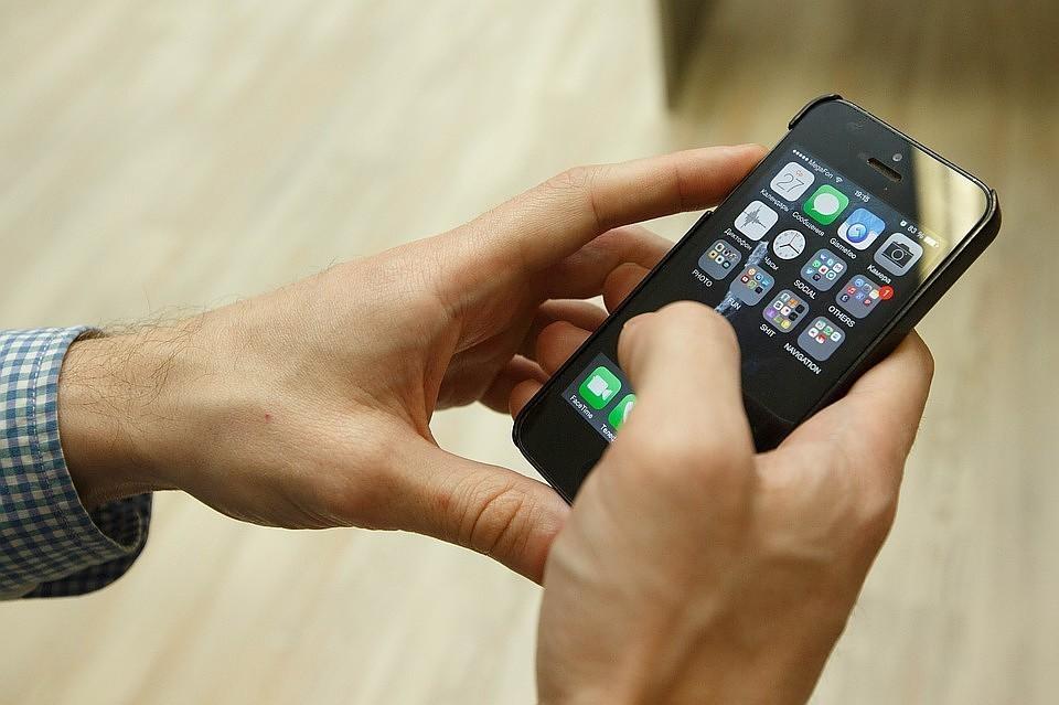 В Роскачестве рассказали, как избежать взрыва аккумулятора смартфона