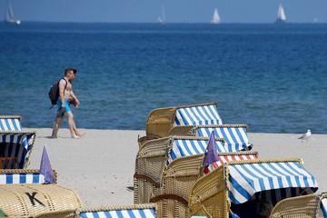 С кем ездят в отпуск россияне: На курорт без жены? Мечта, да и только!