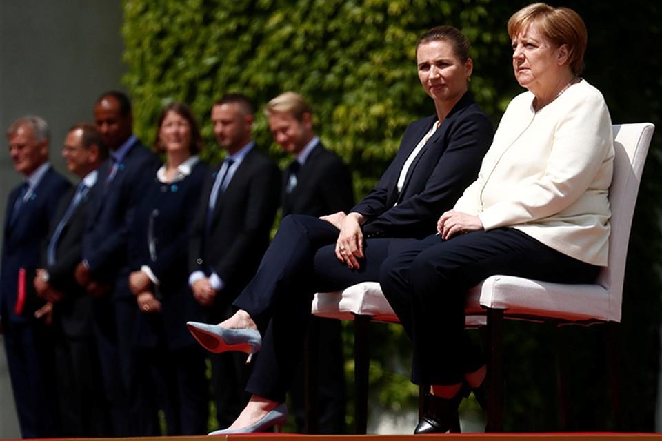 11 июля специально для канцлера изменили регламент, и на одном из официальных мероприятий она слушала гимн Германии, сидя на специальном стуле