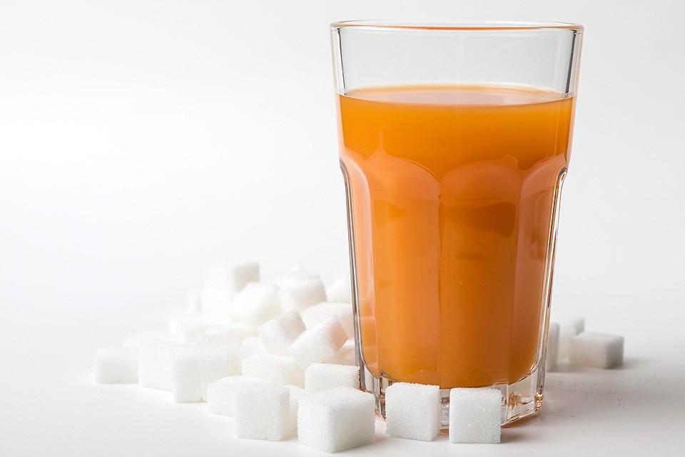 Французские ученые ополчились на натуральные соки из-за содержащегося в них сахара.