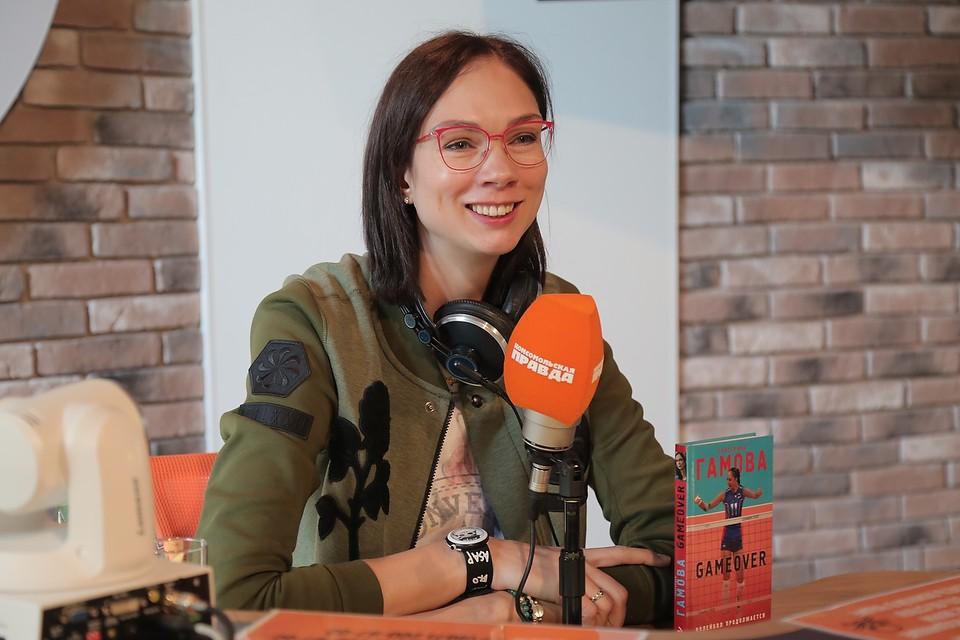 """Екатерина Гамова в студии радио """"Комсомольская правда""""."""