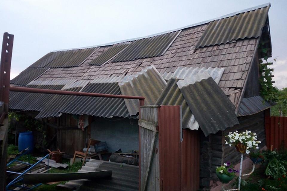 Непогода валила деревья и сносила крыши в Могилевском районе. Фото: Чп Беларусь/Будь в курсе, Вконтакте.
