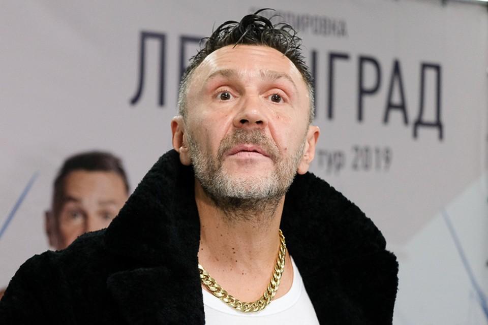 Сергей Шнуров опять эпатирует публику.