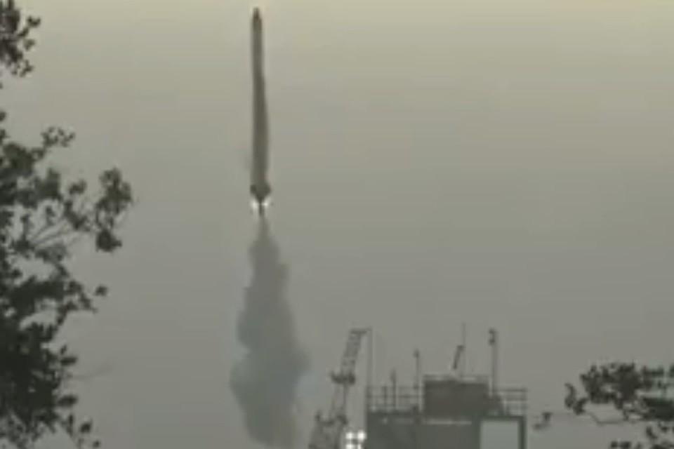 В Японии частная ракета после запуска упала в море. Фото: скрин с видео